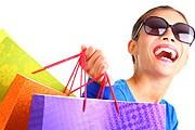 Туристам нравится совершать покупки. // iStockphoto / airwasabi