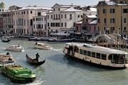 Моторки разрушают Венецию. // Alamy