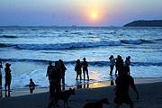 Стеклянные бутылки и алкогольные напитки запрещено выносить на пляж. // thehindu.com