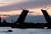 Полгода в Санкт-Петербурге разводят мосты. // // enlight.ru