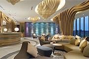 Лобби в Traders Hotel, Puteri Harbour // shangri-la.com