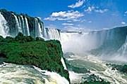 Неподалеку находятся водопады Игуасу. // lifeglobe.net
