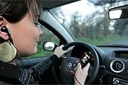 Разговоры по мобильному отвлекают водителя. // Photopqr / Le Telegramme