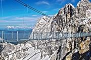 С моста открывается захватывающий вид. // Derdachstein.at