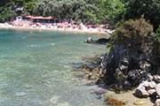 Пляж находится в окружении деревьев. // panoramio.com