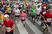 Марафон привлекает тысячи участников. // helsinkicitymarathon.com