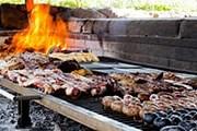 Туристы отведают блюда местной кухни. // mendozawinetoursandtravel.com