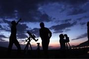 Туристы будут любоваться звездами в горах. // twanight.org