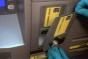 Мошенники прикрепляют к банкоматам шпионские устройства. // atmscams.com