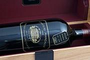 Покупатель вина отправится во Францию первым классом. // Barcroft Media