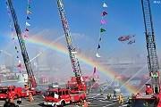 На празднике можно увидеть огромные пожарные краны. // muza-chan.net / Lili Florea