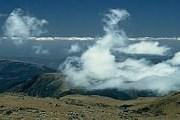 На гору нужно подниматься с осторожностью. // New Zimbabwe
