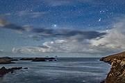 Ночное небо над полуостровом Айверах // Peter Cox