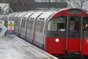 Поезд линии Piccadilly // Travel.ru
