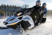 Туристам нравятся поездки на снегоходах. // training-gym.ru