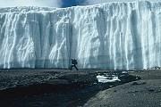 Огромные ледники - одна из достопримечательностей Килиманджаро. // pnas.org
