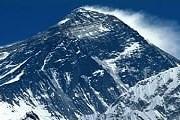 Подниматься на Эверест без местного проводника запрещено. // metro.co.uk
