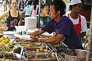 Продавец еды в Бангкоке // thailand-news.ru