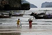 Русские туристы продолжают отдыхать в Таиланде. // EPA/Barbara Walton