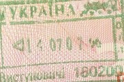 Украина частично закрыла границу. // Travel.ru