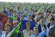 Праздник сидра привлекает тысячи людей. // visitagijon.com