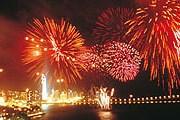 Ежегодно зрелище собирает тысячи туристов. // allsparkfireworks.com