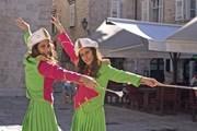 Мажоретки на карнавале в Которе // Турофис Черногории