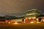 Дворец Кёнбоккун вечером // visitkorea.or.kr