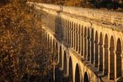 Средневековый акведук в Монпелье // Milan Tesar, Shutterstock.com