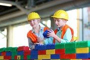 На площадке ждут детей от 5 до 12 лет.  // CroMary, Shutterstock.com