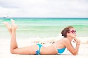 Брать ценные вещи на пляжи не следует.  // Elena Rudakova, Shutterstock.com