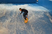 Флоурайдинг - серфинг на искусственной волне.  // Sirius Sport Resort