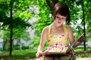 Пользование библиотеками бесплатно.  // Elena Pavlovich, Shutterstock.com