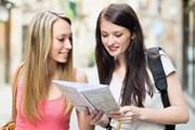 Туристам бесплатно выдадут карты и брошюры.  // Iakov Filimonov, Shutterstock.com