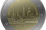 На монете изображен Старый город.  // bank.lv