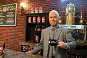 Бармен Гантер за стойкой кафе Central Perk // Global Look Press