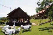 Гостиница расположена в парковой зоне.  // srceprirode.hr