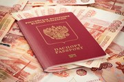 Загранпаспорт дорожает.  // spaxiax, Shutterstock.com