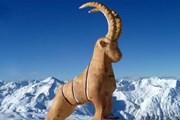 Где установлена скульптура козла? // lesmenuires.com