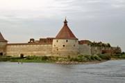 Крепость находится на Ореховом острове, напротив Шлиссельбурга. // Macs24, Wikipedia