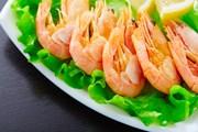 Туристам нравятся блюда из свежих местных продуктов.  // Alexey Laputin, Shutterstock.com
