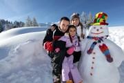 Дети - желанные гости на лыжных курортах.  // Auremar, Shutterstock.com