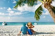 Туристам нравится Новый год на пляже.  // beach_haveseen, Shutterstock.com