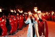 Дед Мороз и Снегурочка спустятся с гор.  // savoie-mont-blanc.com