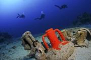 У берегов Греции произошло много кораблекрушений.  // Adnan Buyuk, Shutterstock.com