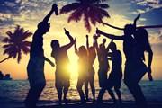 Гостей ждут пляжные вечеринки.  // Rawpixel, Shutterstock.com