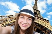 Самый популярный фон для селфи - Эйфелева башня. // Rasulov, shutterstock.com
