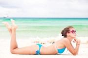 Пляжный отдых в Геленджике нравится туристам.  // Elena Rudakova, Shutterstock.com