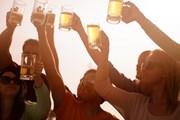 На фестивале представлено множество сортов пива.  // Deborah Kolb, Shutterstock.com