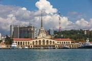 Сочи готовится к началу высокого сезона.  // Merkushev Vasiliy, Shutterstock.com